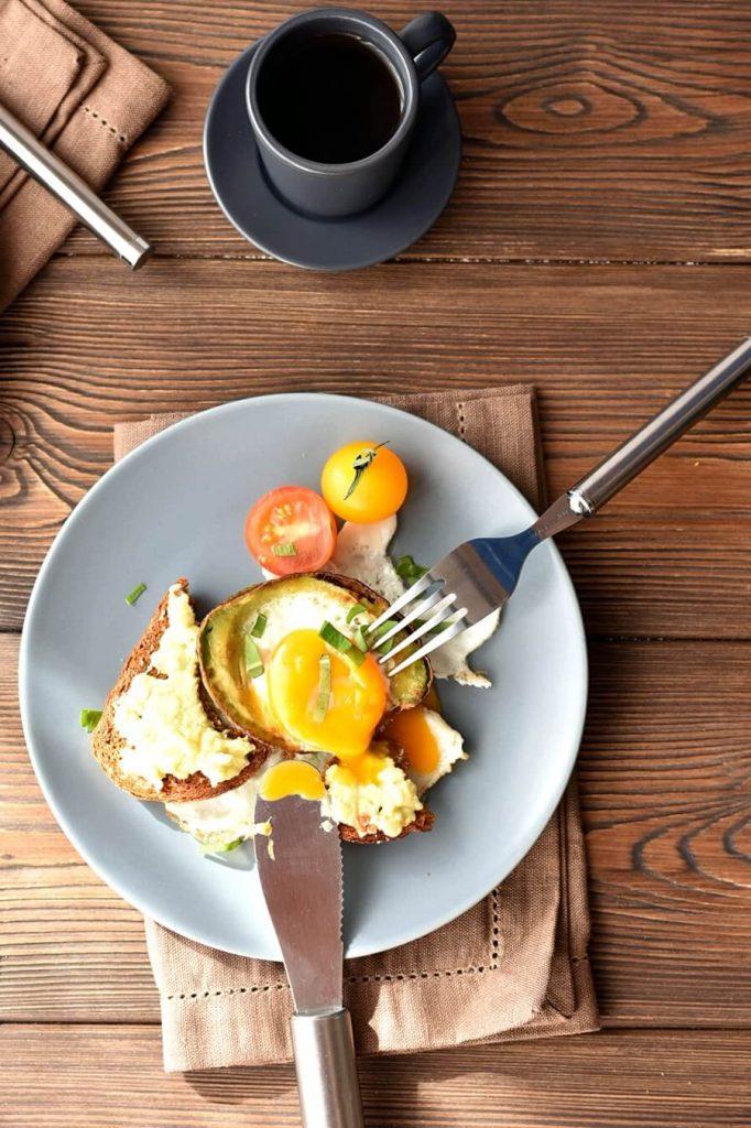Eggs in an Avocado Blanket