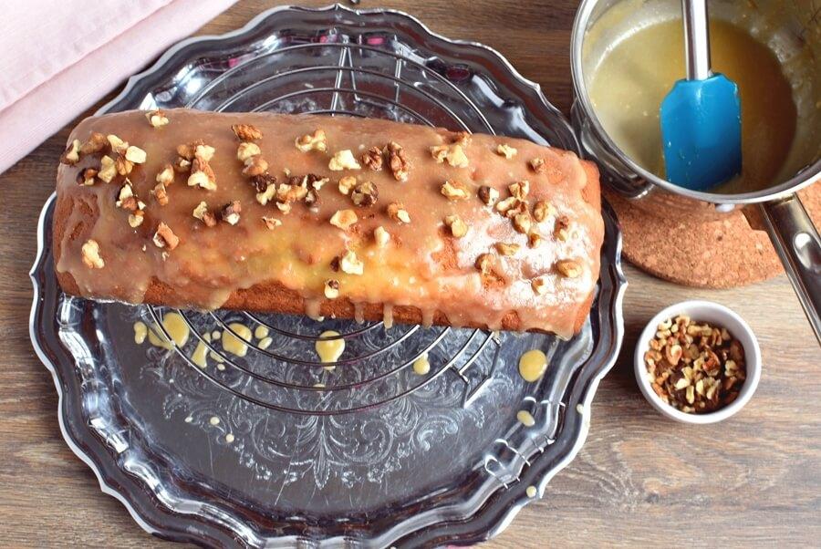 How to serve Glazed Spiced Rum Pound Cake