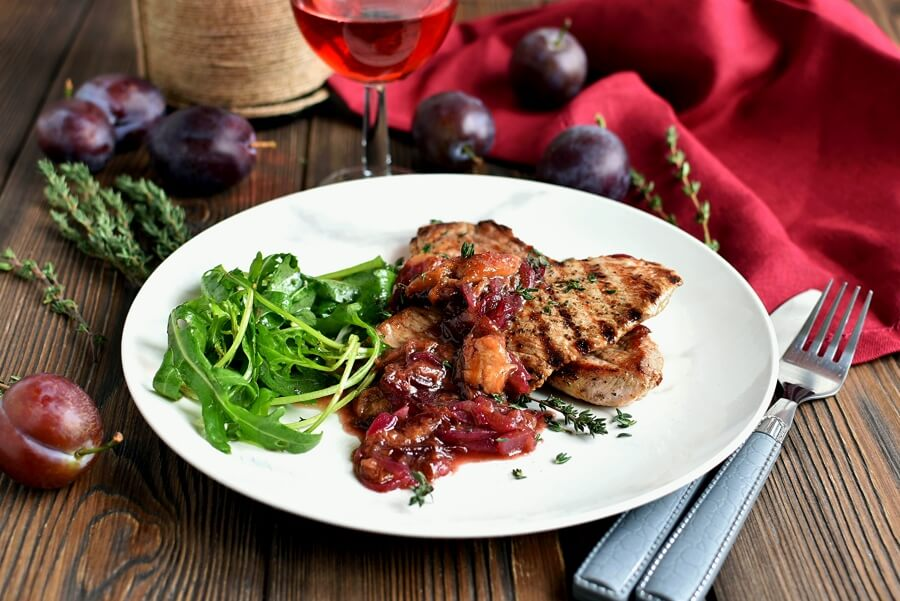 Grilled Pork Chops with Plums and Arugula Recipe-How to make Grilled Pork Chops with Plums and Arugula-Delicious Grilled Pork Chops with Plums and Arugula
