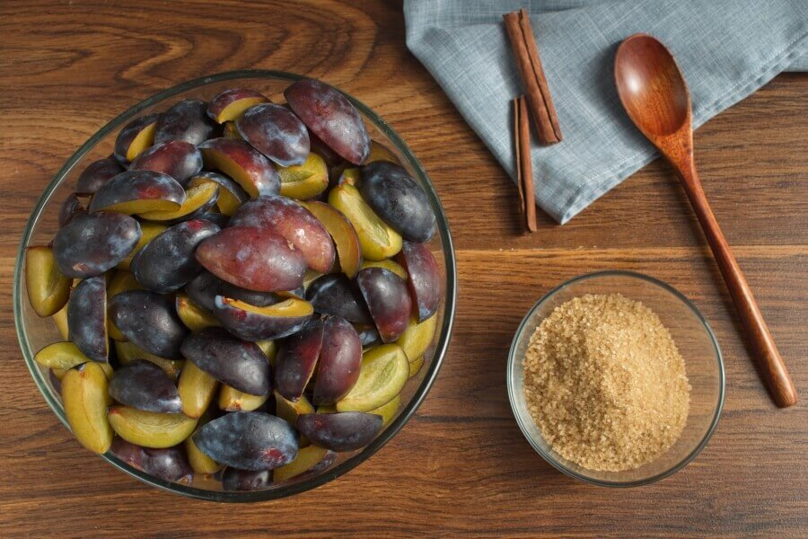 Ingridiens for Low Sugar Cinnamon and Plum Jam