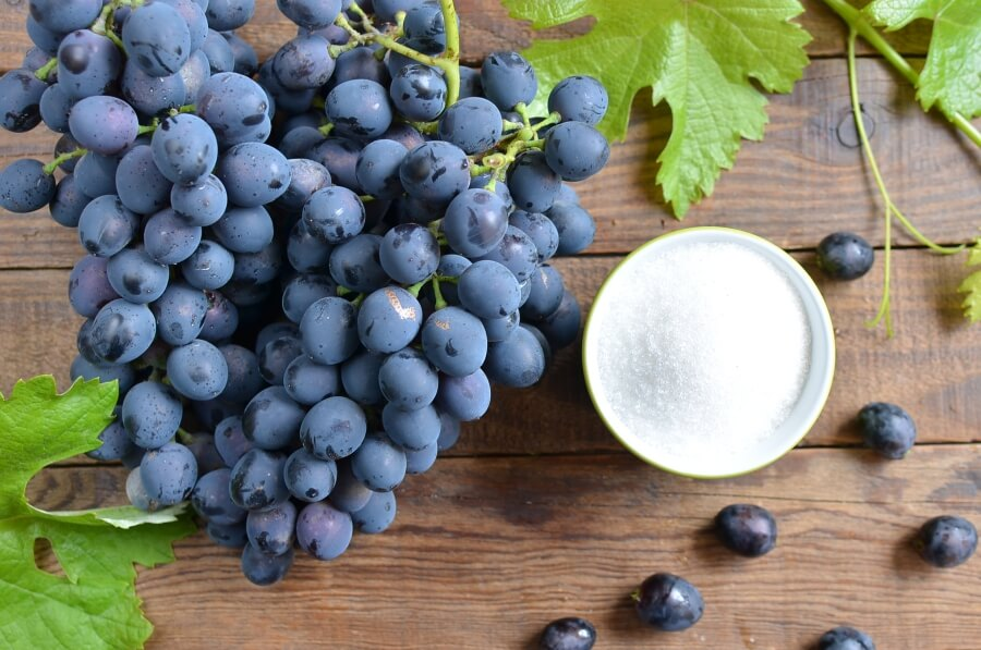 Ingridiens for Old Fashioned Grape Jam