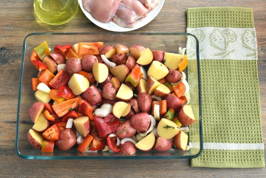 Roasted Chicken Thighs with Peppers and Potatoes recipe - step 2