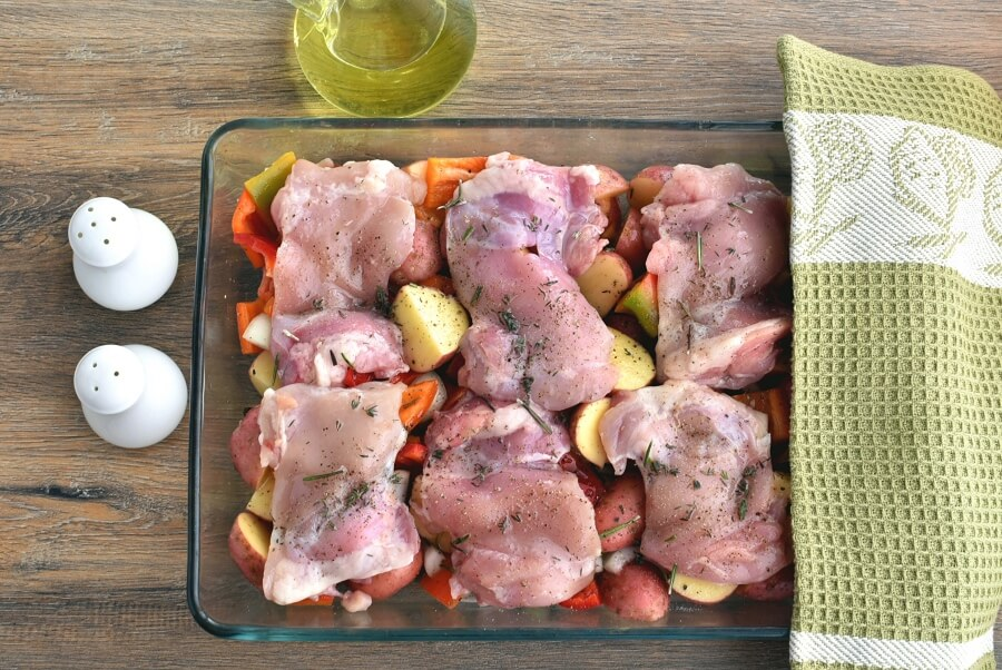 Roasted Chicken Thighs with Peppers and Potatoes recipe - step 3