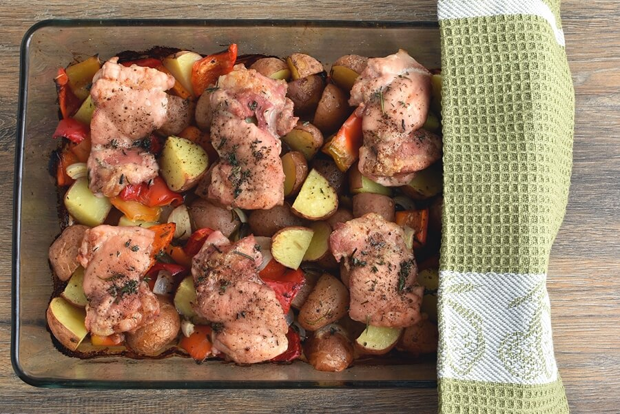 Roasted Chicken Thighs with Peppers and Potatoes recipe - step 4