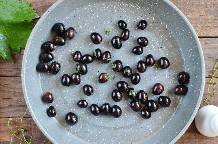 Thyme-Roasted Grapes with Ricotta and Grilled Bread recipe - step 2