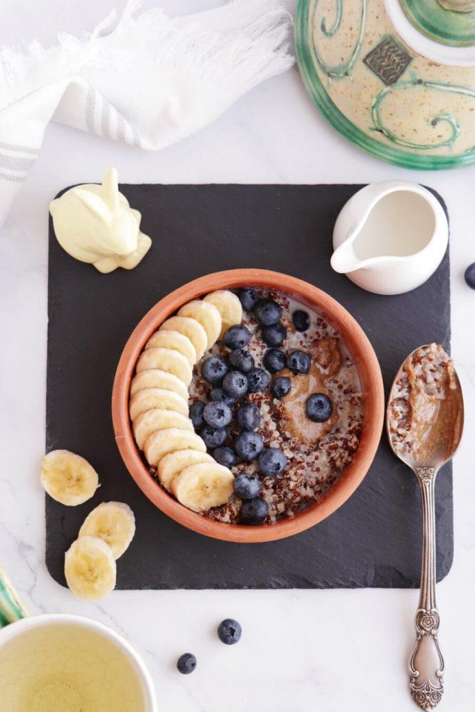 5 Ingredient Superfood Quinoa Breakfast Bowl