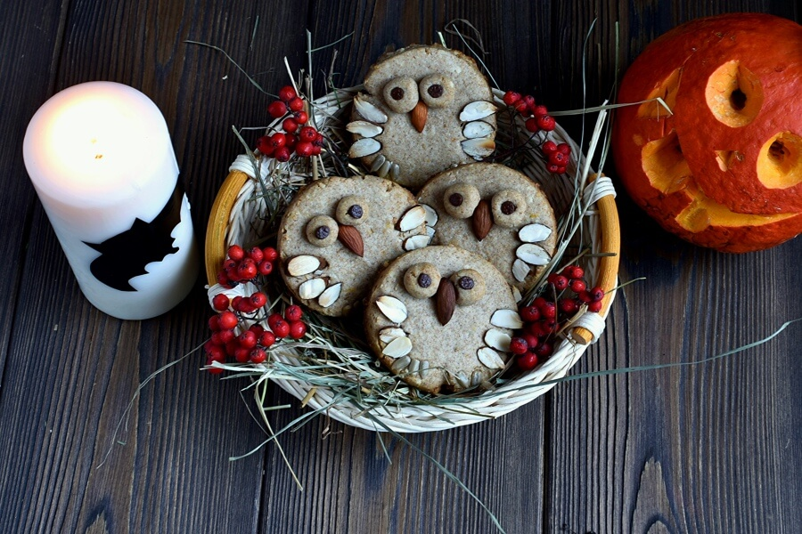 How to serve Almond Shortbread Owls