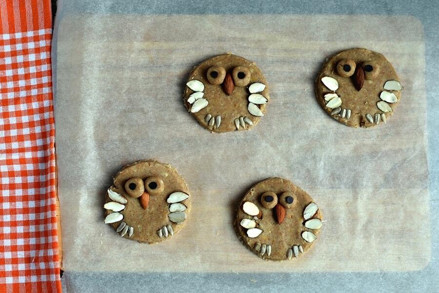 Almond Shortbread Owls recipe - step 7