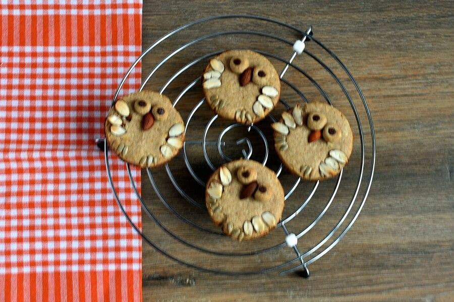 Almond Shortbread Owls recipe - step 9