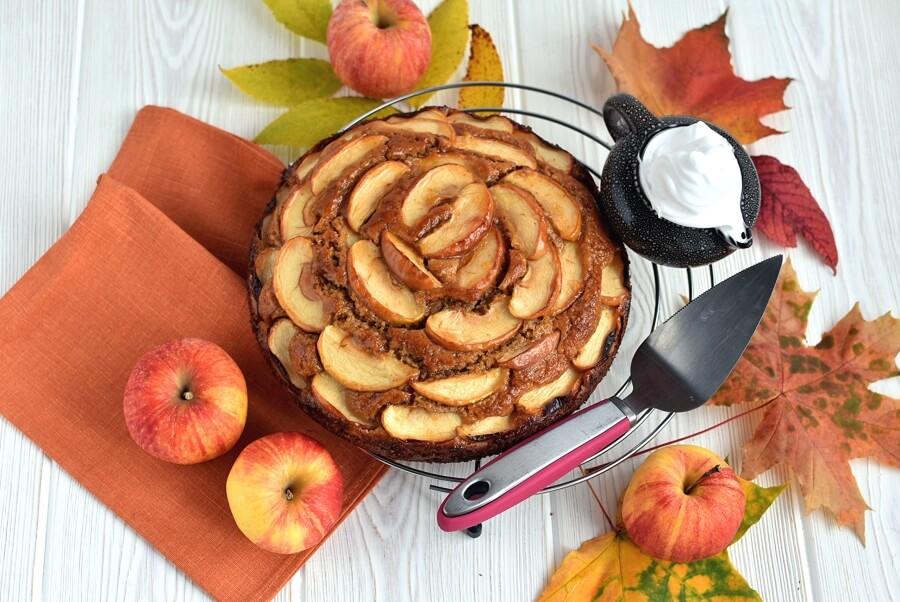 How to serve Apple Cake