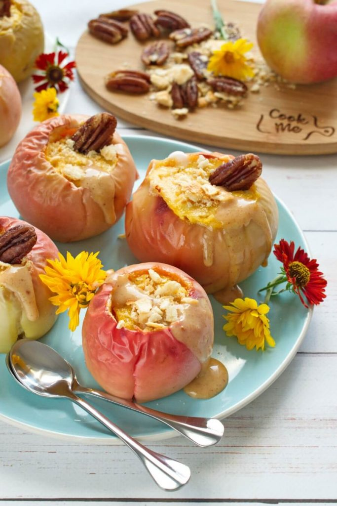 Cheesecake Baked in Apple-Bowls