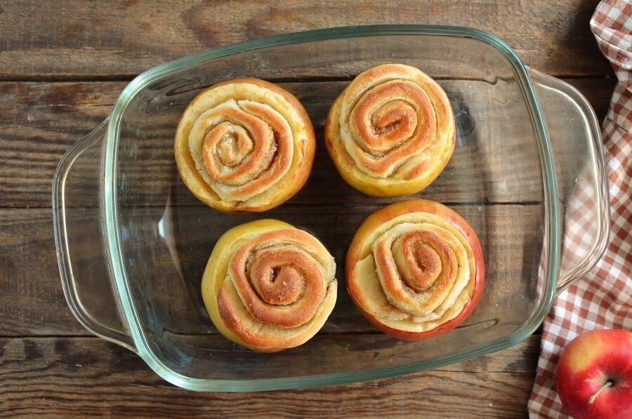 Cinnamon Roll Stuffed Baked Apples recipe - step 8