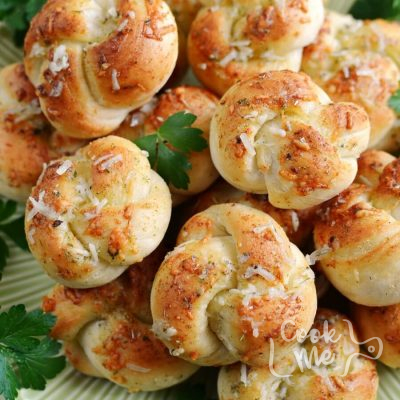Easy Garlic Parmesan Knots Recipe-How To Make Easy Garlic Parmesan Knots-Homemade Easy Garlic Parmesan Knots