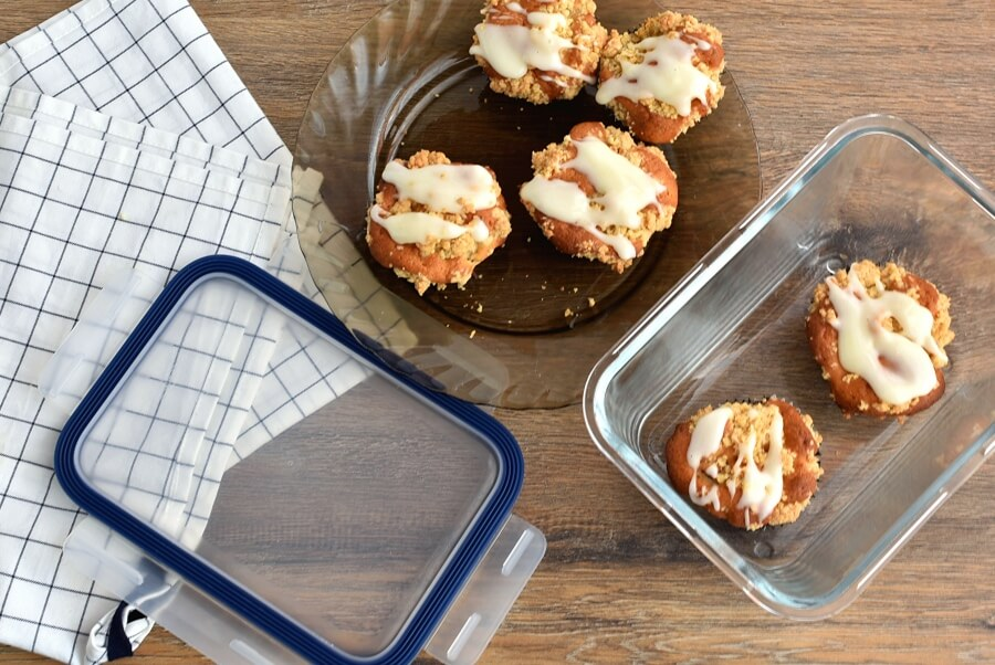 How to serve Fresh Apple-Pear Cupcakes