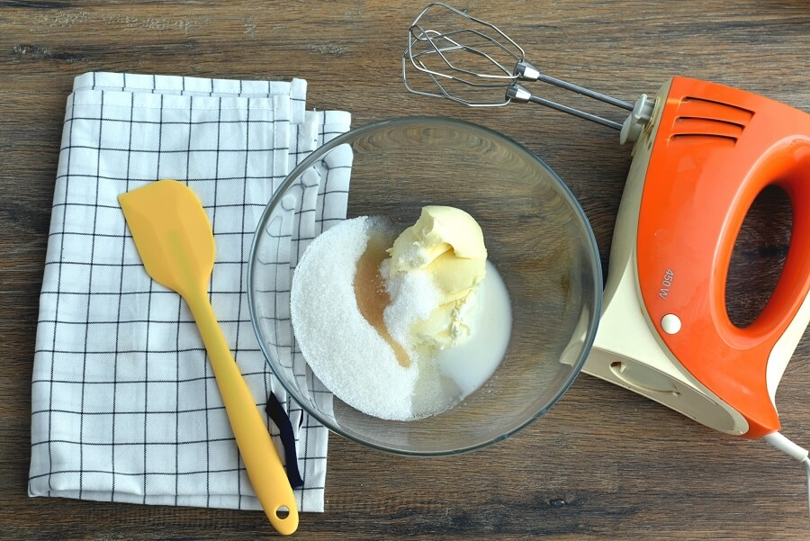 Fresh Apple-Pear Cupcakes recipe - step 3