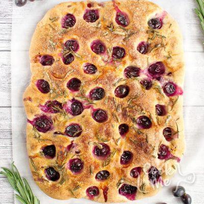 Grape Schiacciata recipe-Focaccia with Grapes (Schiacciata con L'uva) recipe-Grape Focaccia
