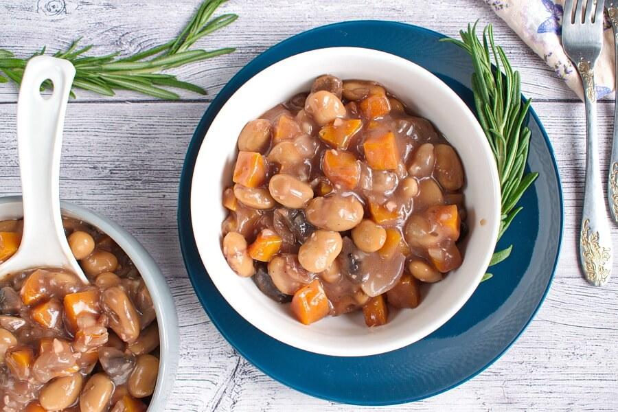 How to serve Mushroom Bean Bourguignon