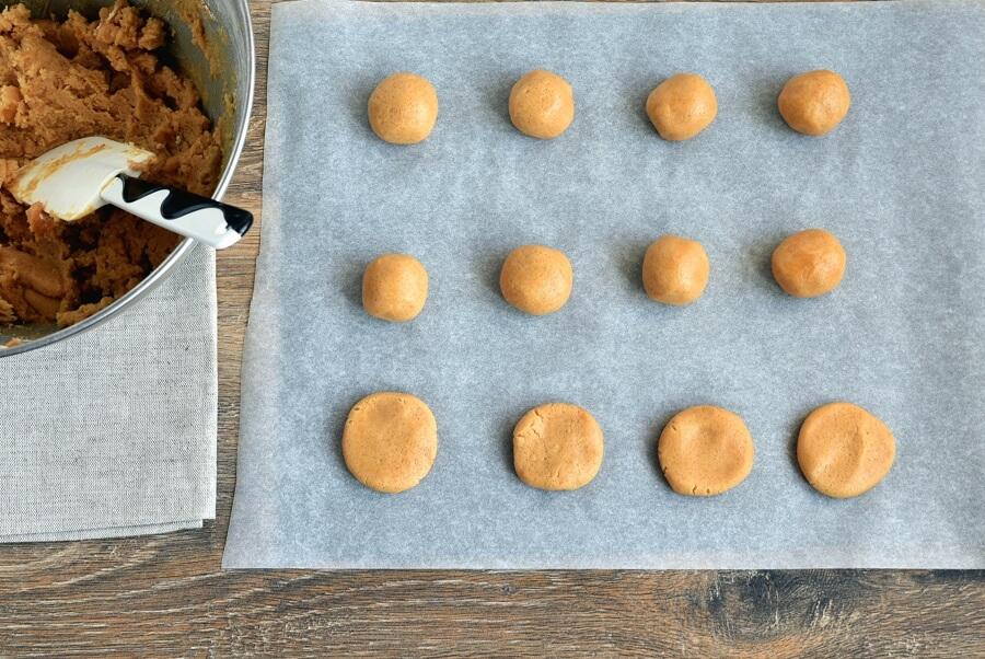 Peanut Butter Spider Cookies recipe - step 6