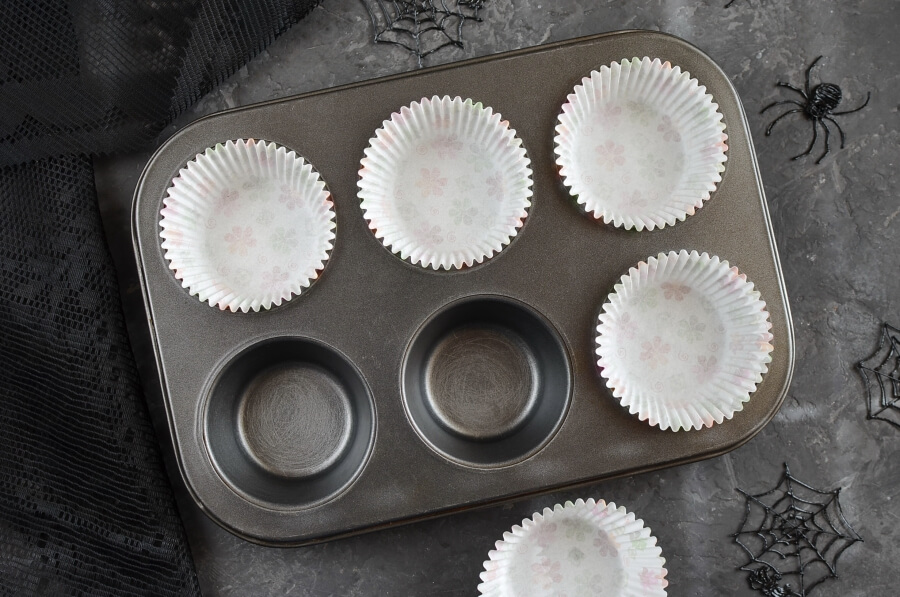 Spider Web Chocolate Fudge Muffins recipe - step 1