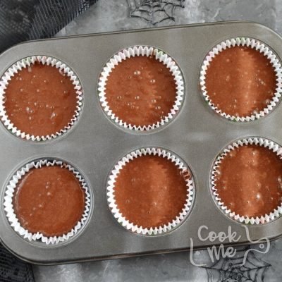 Spider Web Chocolate Fudge Muffins recipe - step 7