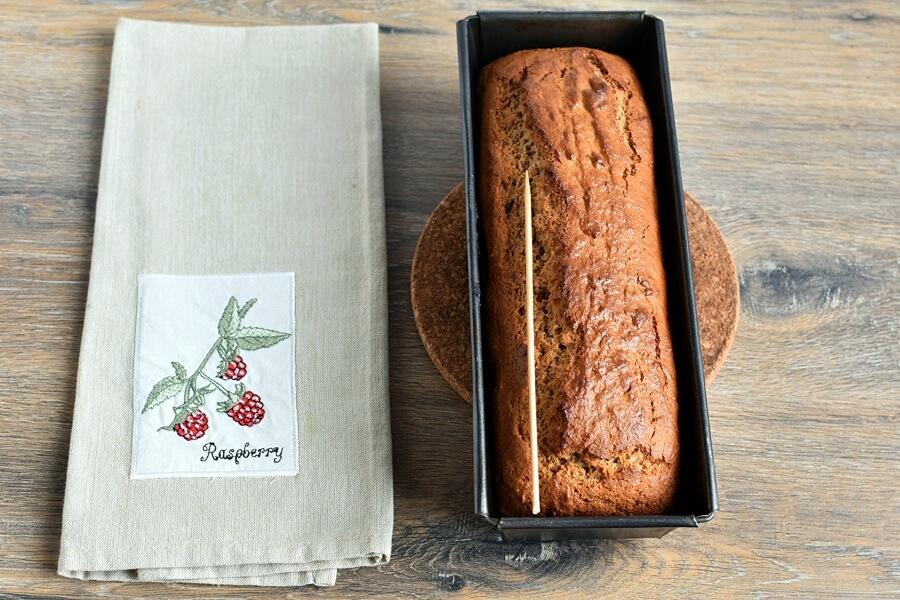 Super Moist Gingerbread Cake recipe - step 7
