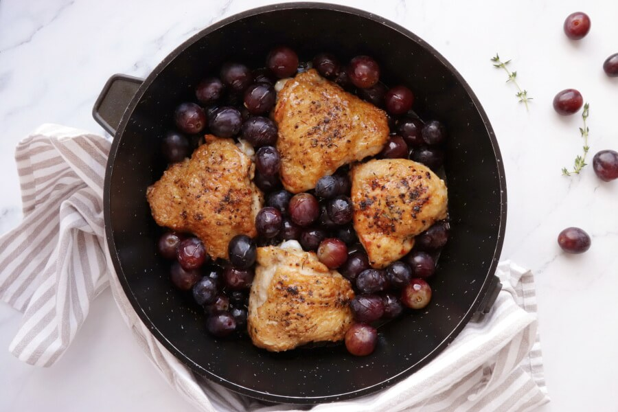 Thyme Roasted Chicken with Grapes and Burrata recipe - step 9