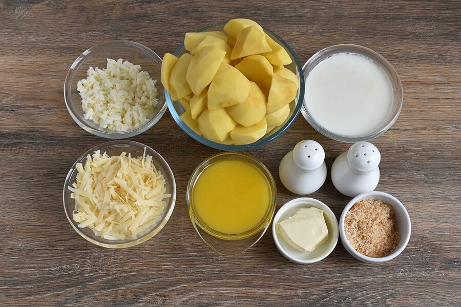 Ingridiens for Baked Mashed Potatoes with Parmesan Cheese and Bread Crumbs