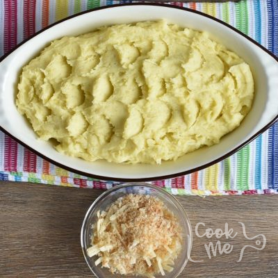 Baked Mashed Potatoes with Parmesan Cheese and Bread Crumbs recipe - step 6