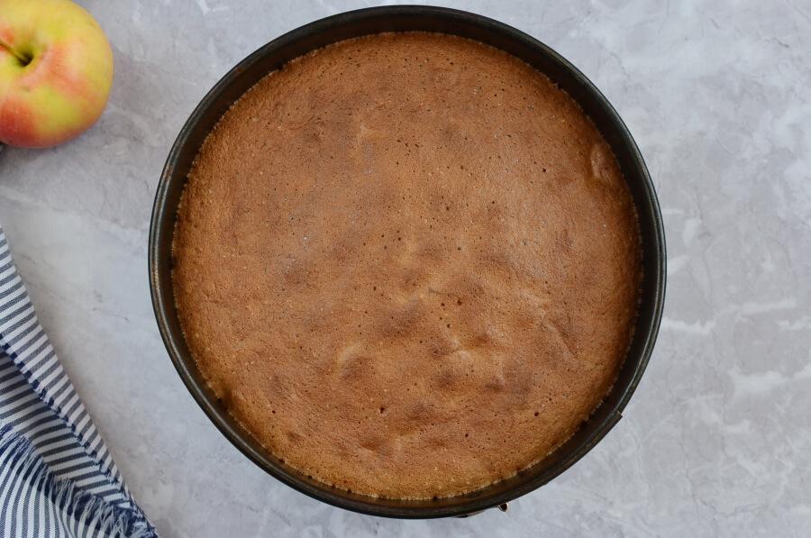 Cinnamon Glaze Apple Cake recipe - step 5