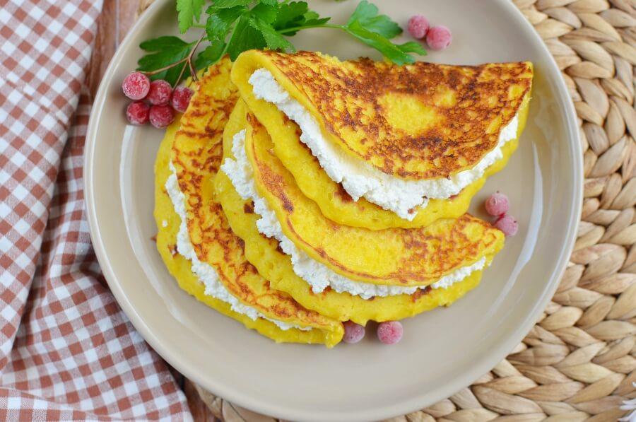 How to serve Cachapas: Venezuelan Corn Cakes