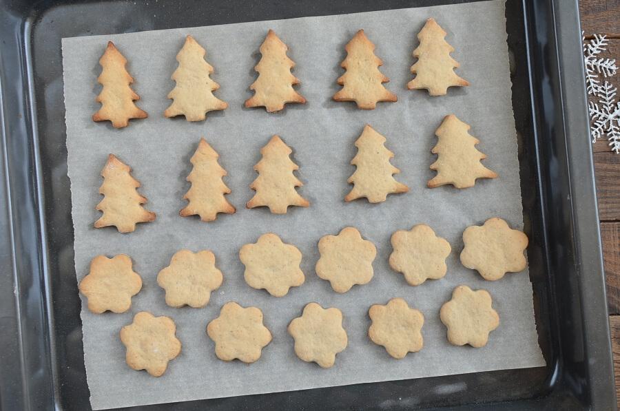 Chai Tree and Snowflake Cookies recipe - step 7