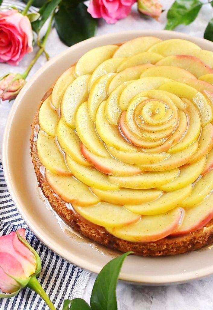 Apple Cake with a Spicy Glaze