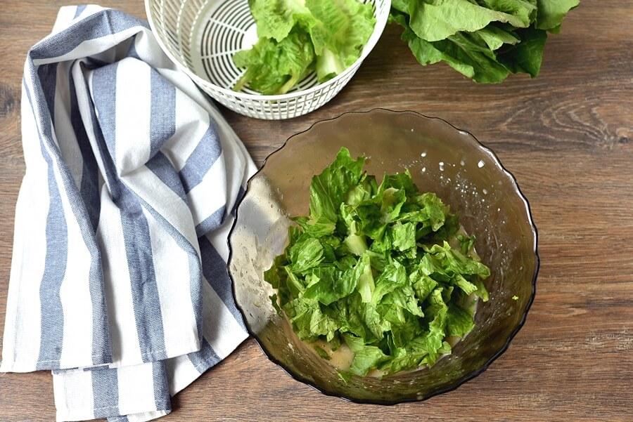 Classic Caesar Salad recipe - step 7