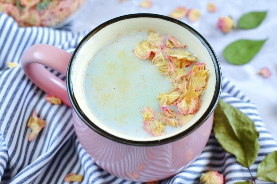 How to serve Cosmic Ginger Rose Activated Charcoal Latte