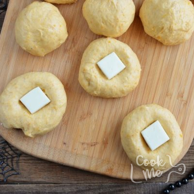 Cream Cheese Stuffed Pumpkin Dinner Rolls recipe - step 5