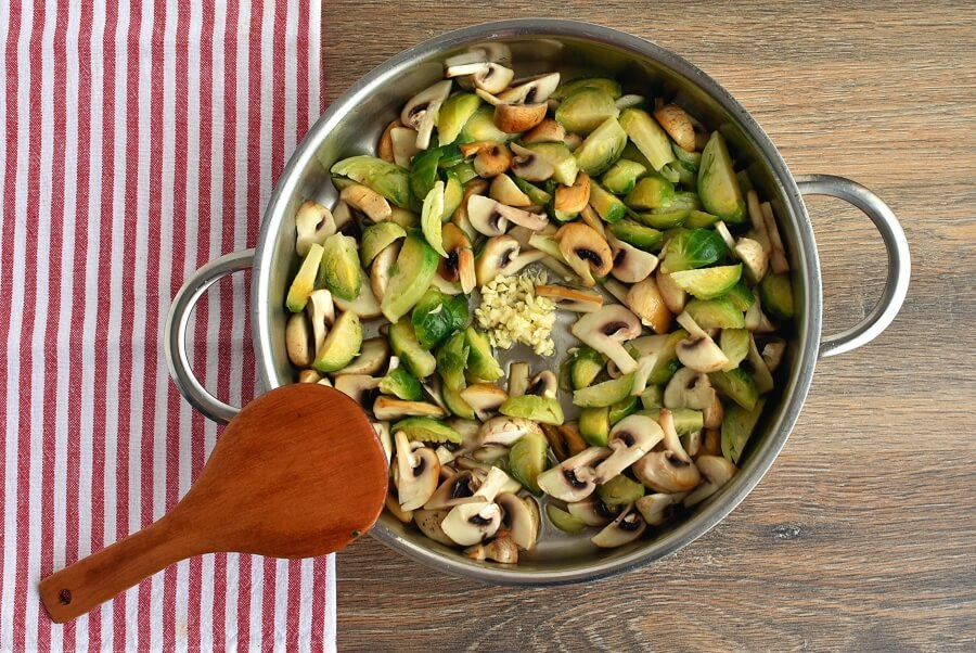 Creamy Fettuccine with Brussels Sprouts and Mushrooms recipe - step 3