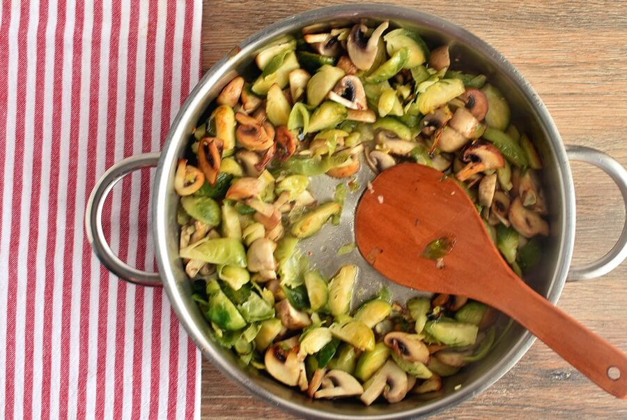 Creamy Fettuccine with Brussels Sprouts and Mushrooms recipe - step 4