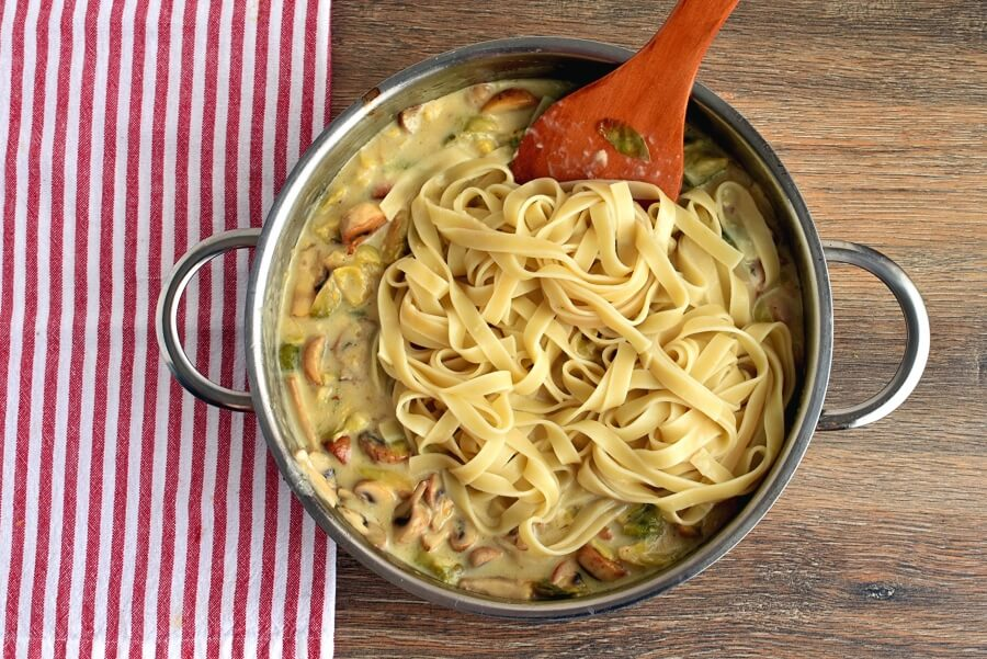 Creamy Fettuccine with Brussels Sprouts and Mushrooms recipe - step 7