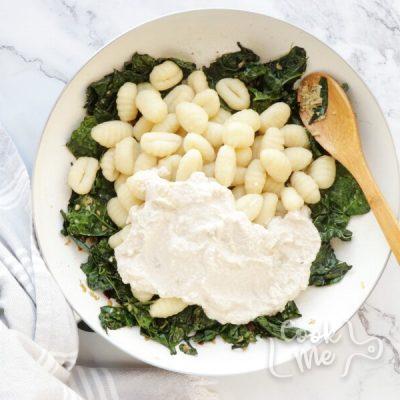 Creamy Vegan Gnocchi with Garlic & Kale recipe - step 6