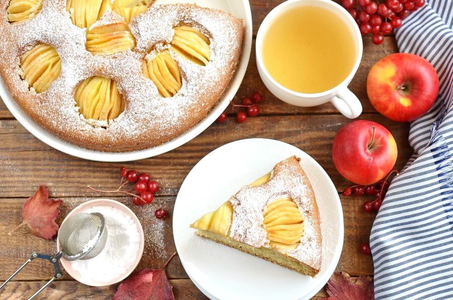 How to serve German Apple Cake (Versunkener Apfelkuchen)