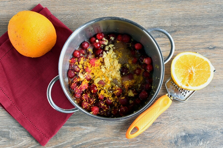 Gingery Cranberry Sauce recipe - step 1