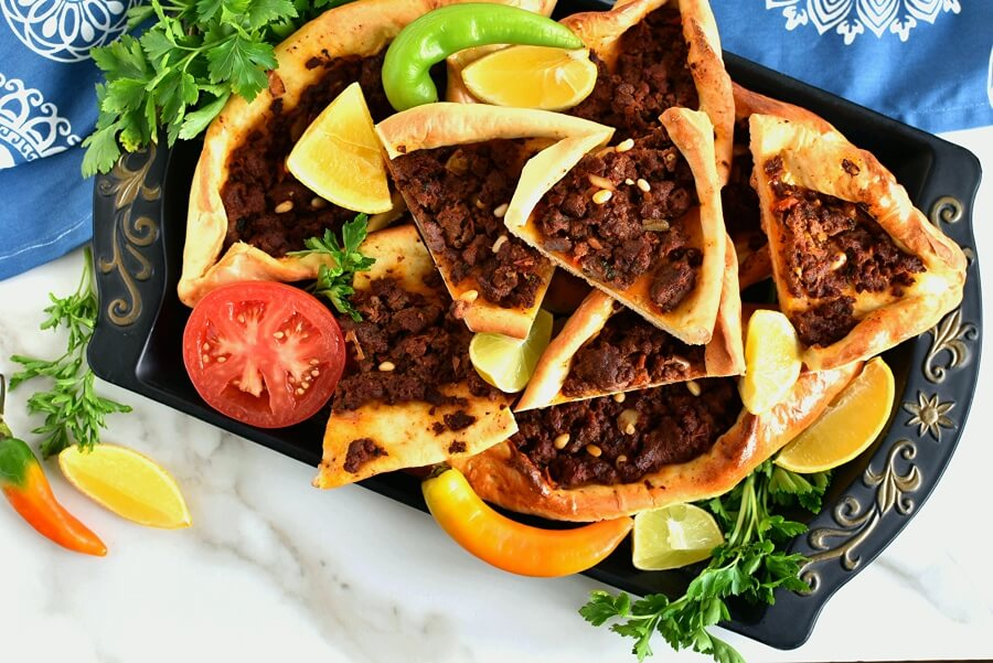 How to serve Lahmacun Pide