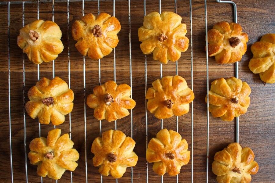 Pumpkin Dinner Rolls recipe - step 10