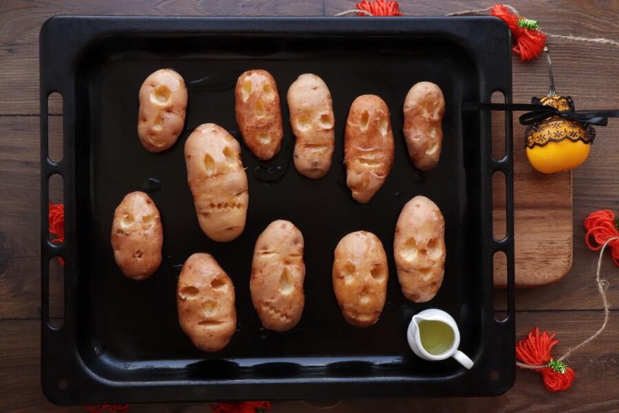 Shrunken Potato Heads with Slime Dip recipe - step 3