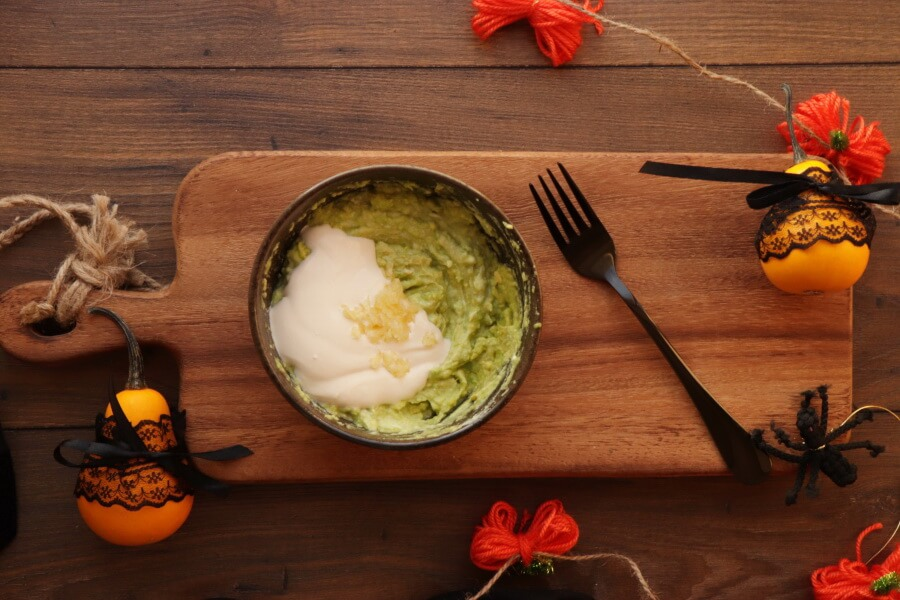 Shrunken Potato Heads with Slime Dip recipe - step 5