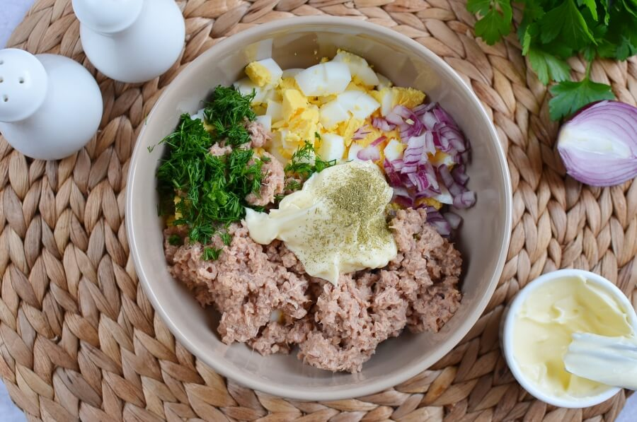 Tuna Salad with Eggs, Dill, and Red Onion recipe - step 1