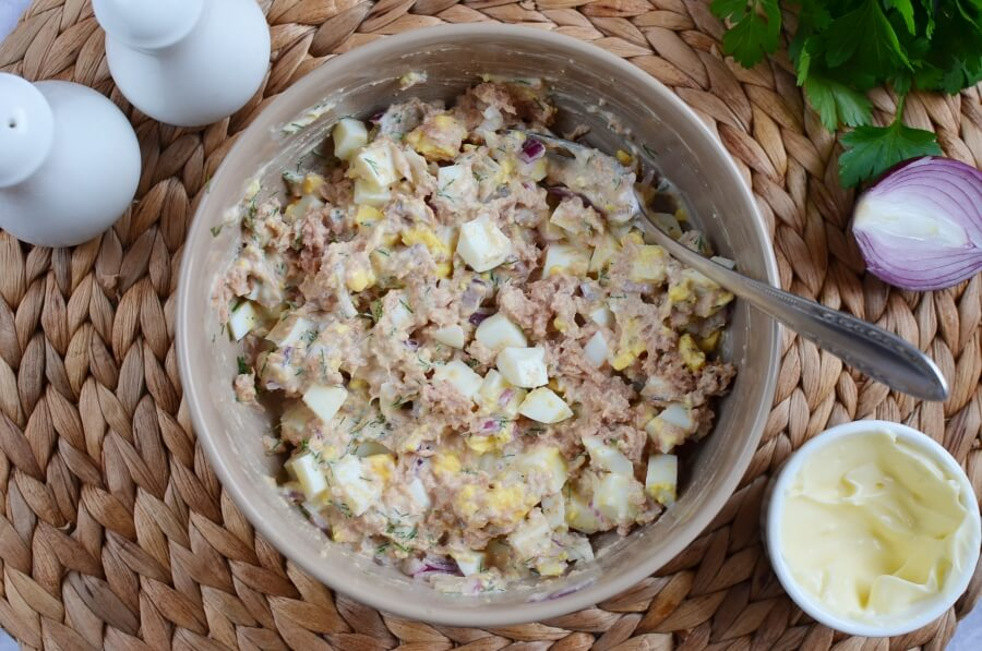 Tuna Salad with Eggs, Dill, and Red Onion recipe - step 2