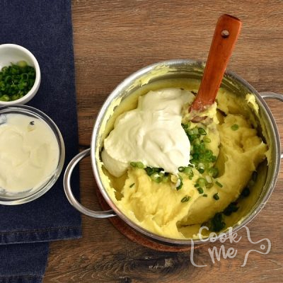 Sour Cream and Chive Mashed Potatoes recipe - step 4