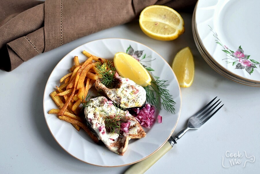 How to serve Baked Salmon Steaks with Sour Cream and Dill