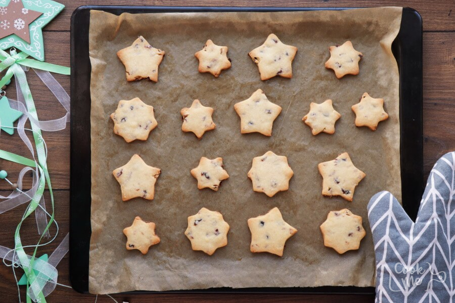 Cranberry Shortbread Stars recipe - step 8